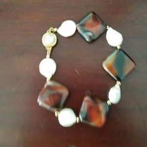 Jewelry - Brown beads and uneven pearl bracelet.